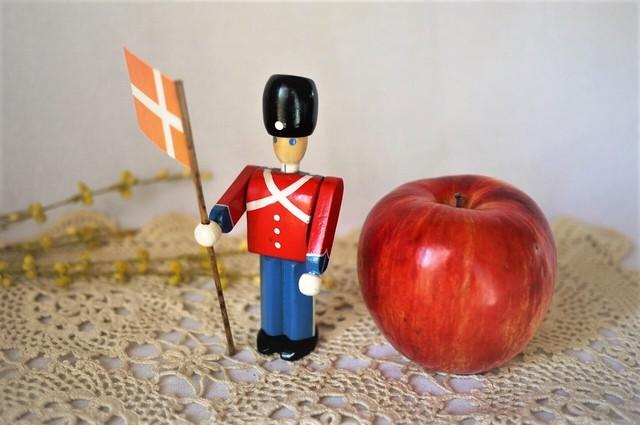 ヴィンテージ デンマーク木製玩具 Royal Guard 王立衛兵隊 旗持ち 北欧