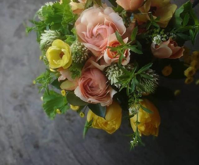季節のお花 おまかせアレンジメント〈M〉
