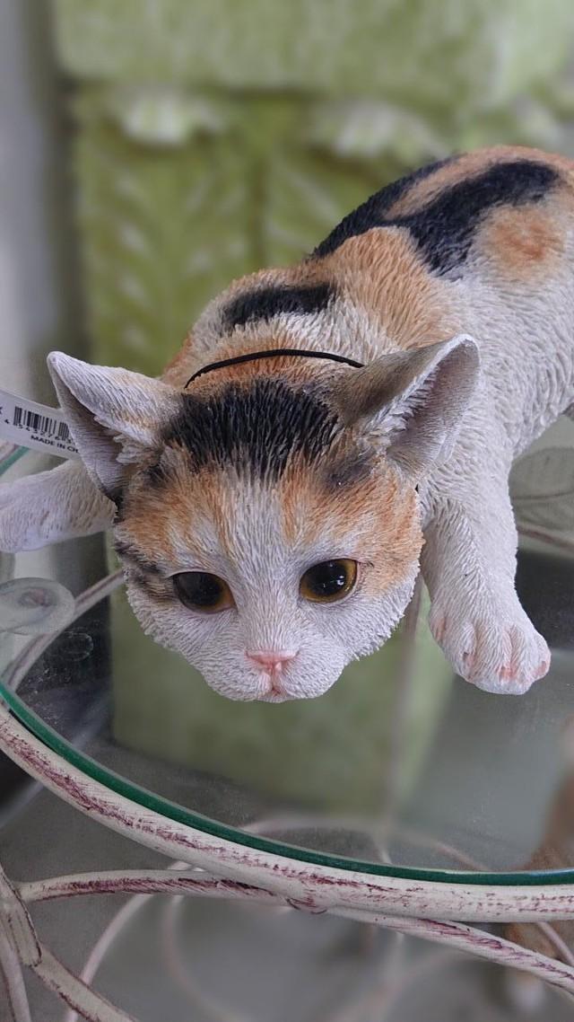 【猫の置き物】狙う!ミケ・子猫