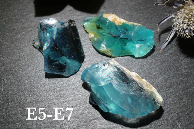 【宝石質】ブルーオパール 原石 ペルー産 E05-07