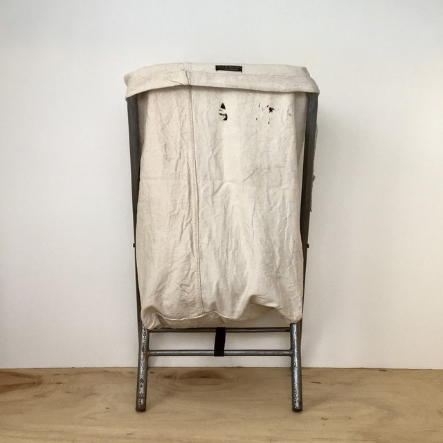 ヴィンテージの洗濯かご|Vintage Folding Laundry Hamper(PUEBCO)