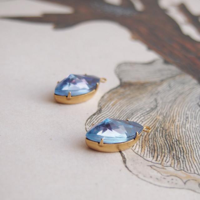 ヴィンテージ 山なみカットのマーキス型ガラスチャーム(ブルー・1コ)