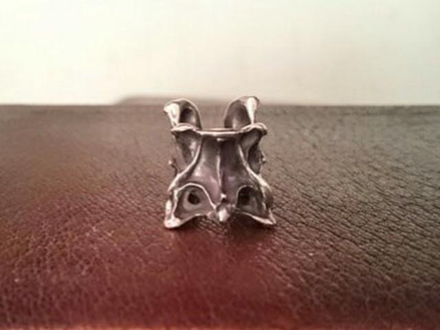 烏堂 / 第三頸骨のイヤーカフ シルバー
