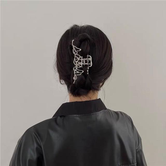 Irregular wire hair clip