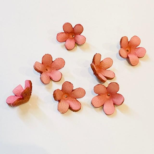 【残数3 アウトレット価格】レザーフラワー3Dパーツ ジャスミン  薄ピンク(7個入)