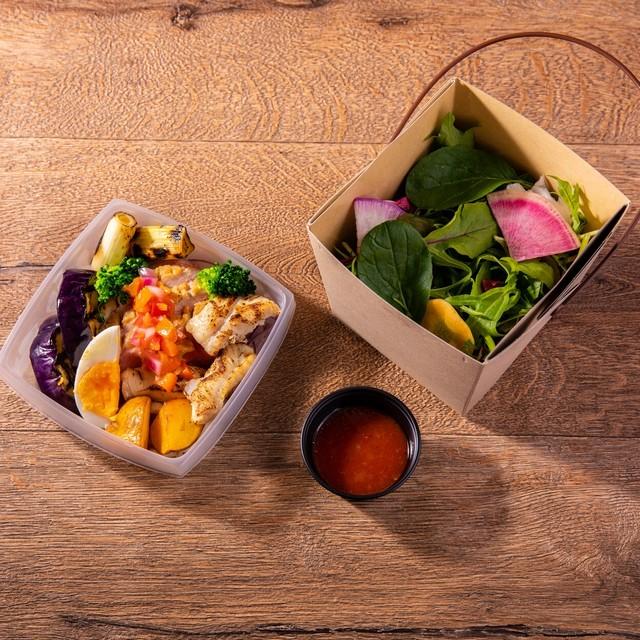 鴨胸肉と薩摩赤鶏の炭焼きの低糖質高タンパクのロカボBENTO Charcoal grilled duck breast and Satsuma red chicken low carbohydrate, high protein lunch box