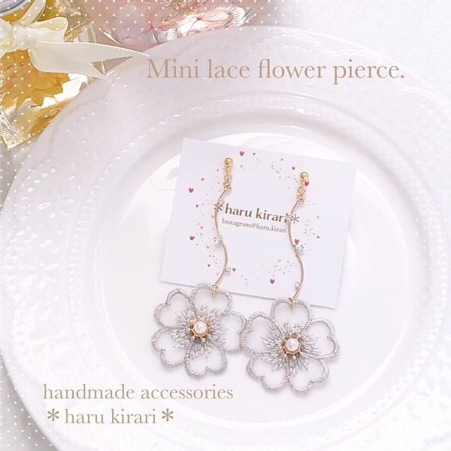Mini lace flower pierce.