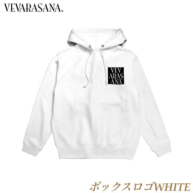 VEVARASANA®︎ ミドルロゴパーカー WHITE
