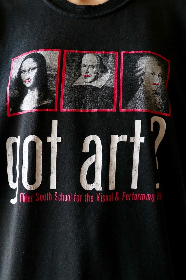 "Printed ""got art?"" t shirt"