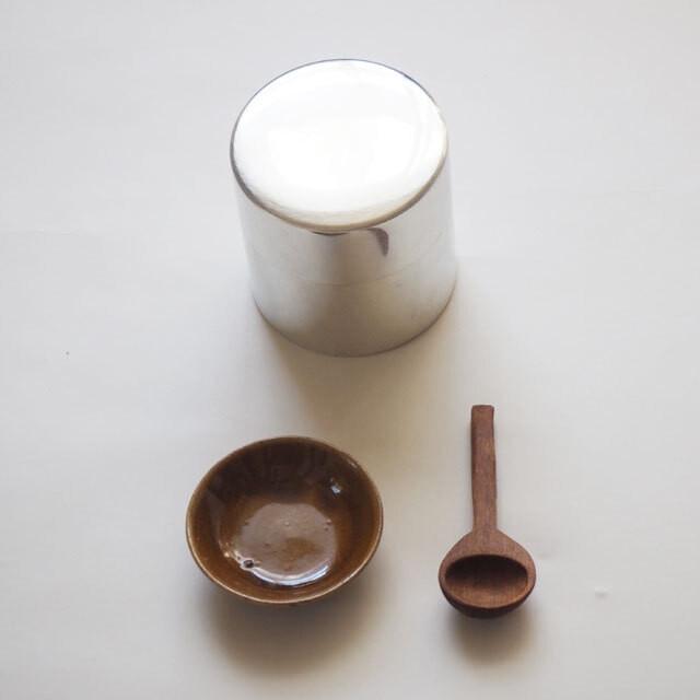 次回6月に再販売予定です【お好きな小皿をプレゼント】syuroさん のブリキのお茶缶&スプーンのセット