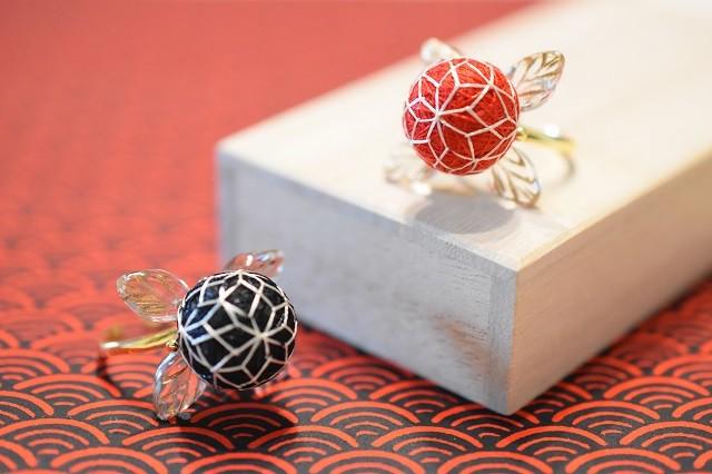 麻の葉模様の手まりリング:チェコガラスのお飾り付き