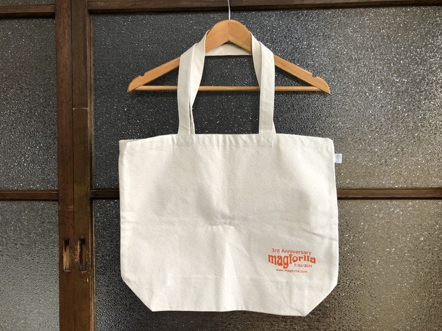 MAGFORLIA 3RD ANNIVERSARY TOTE BAG (NATURAL/ORANGE)