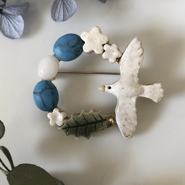 bonbon 小鳥と天然石のブローチ トルコ石