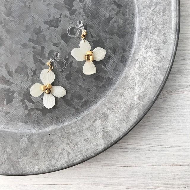 【終了】紫陽花(ナチュラル)の一輪耳飾り