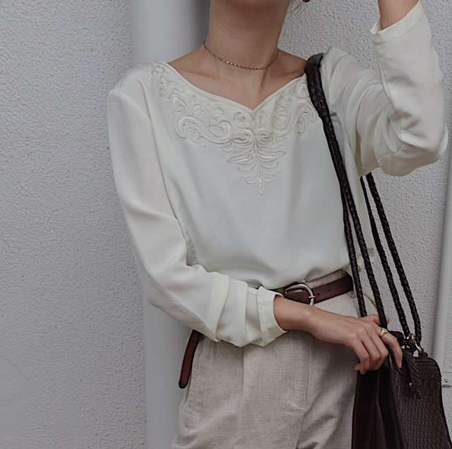 front embroidery blouse