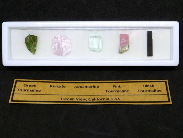 【鉱物標本セット】カリフォルニア産 原石セット #3  T089 ピンクトルマリン/クンツァイト/アクアマリン/グリーントルマリン/ブラックトルマリン