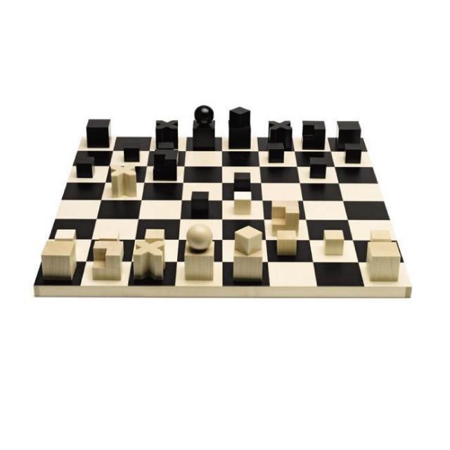 Bauhaus箱入りチェス駒+ボード
