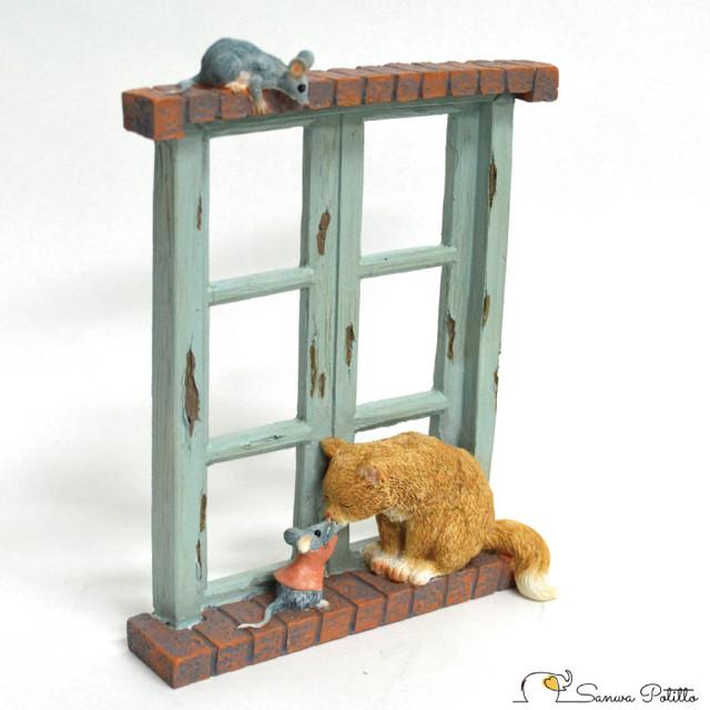 猫とネズミ 窓際でのやり取り EV13269A 高さ約15cm 茶トラ猫 ねこ ネコ レトロ アンティーク風 置物 オブジェ プレゼント ギフト かわいい ミニチュア