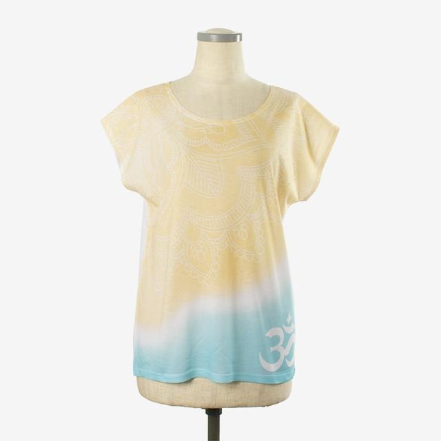 ヨガプリントTシャツ サンディビーチ Yoga print T-shirt Sandy Beach