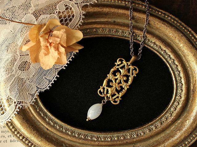 アンティークの薫り vintage フィリグリーと白蝶貝のネックレス