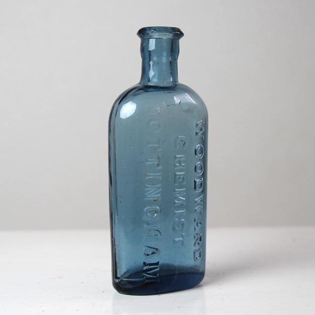 イギリス アンティーク ガラスボトル『WOODWARD CHEMIST NOTTINGHAM』