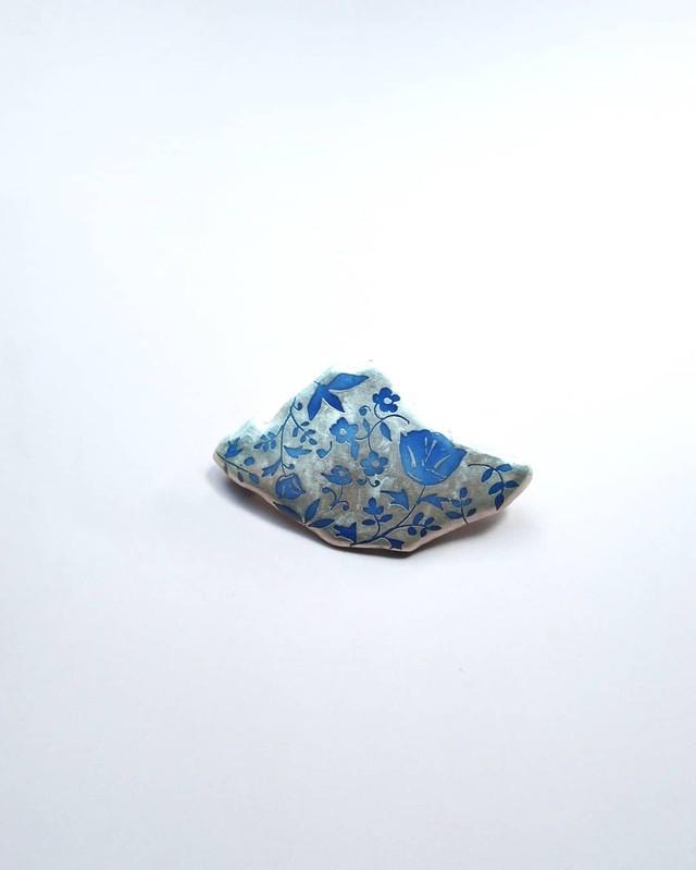 銀更紗blue 陶ブローチ