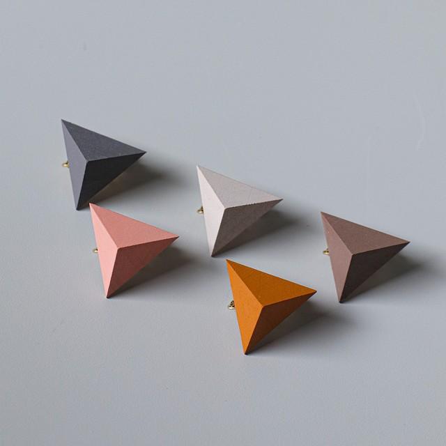 三角形イヤリング