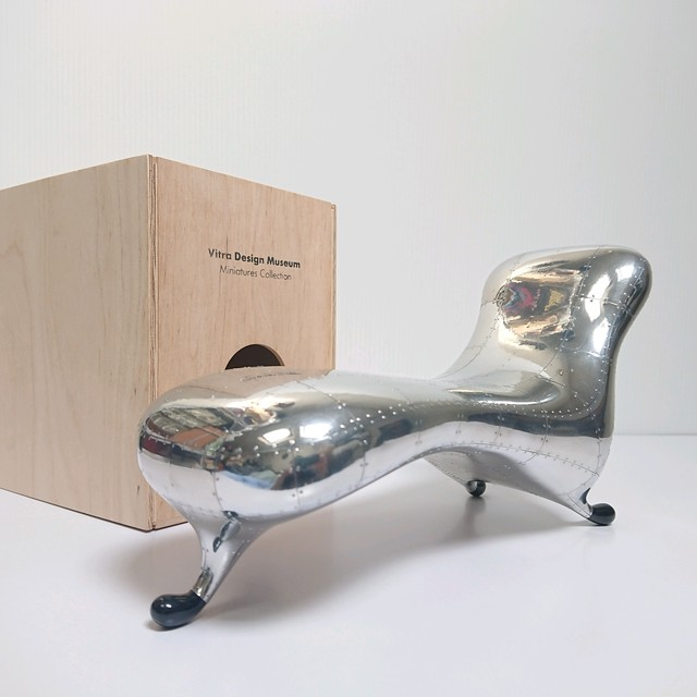"Vitra Design Museum ミニチュアコレクション  ""Lockheed Lounge"" マーク・ニューソン"