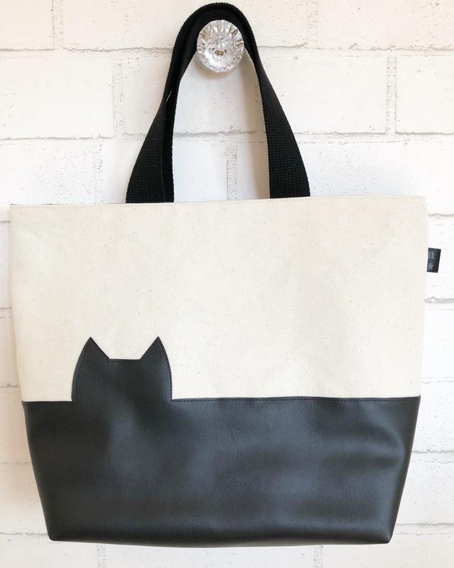 黒猫覗くシンプルなトートバッグ