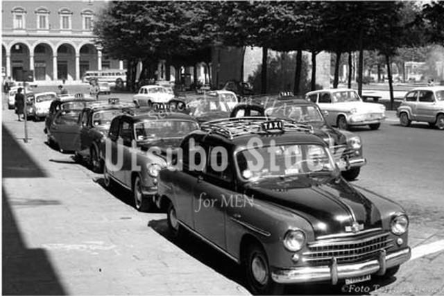 1962年撮影 リベルタ広場 タクシー イタリア フィレンツェ【151196201】