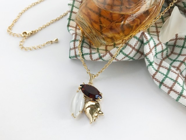 Muguet pendant <pearly white x coffee brown>