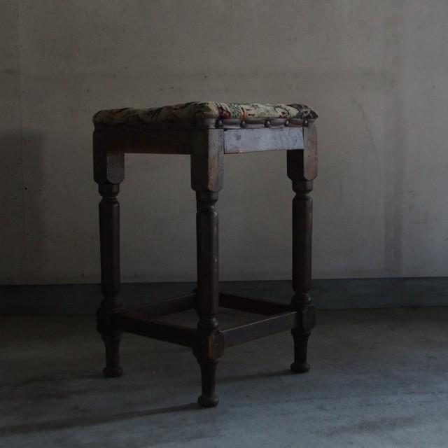 古い国産の椅子