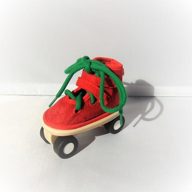 ひも通し知育玩具 レーシングスケート レッド