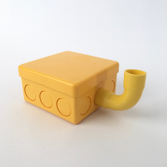 黄色いプラスチックの箱(正方形)|Yellow Plastic Junction Box Square