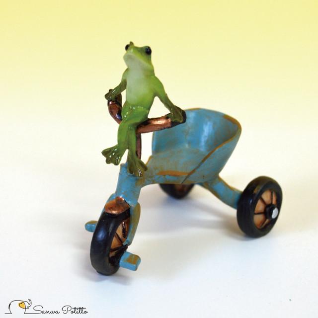 カエル レトロ アンティーク風 置物 三輪車 蛙 かえる アマガエル オブジェ プレゼント ギフト かわいい ミニチュア EV14902A 高さ約7cm