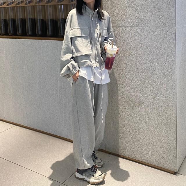 ビッグポケット付きジャケットとスウェットパンツのセットアップ