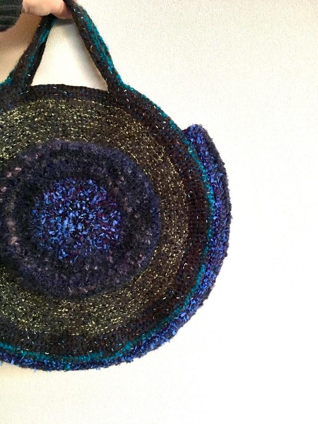 たくさんの冬色糸で編んだぐるぐるBAG