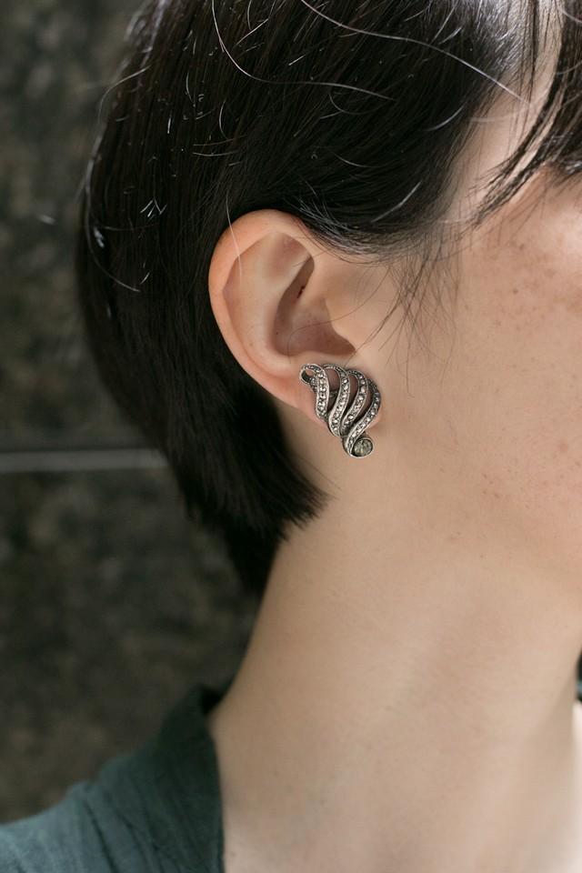 【Run Rabbit Run Vintage 】Marcasite wind earring
