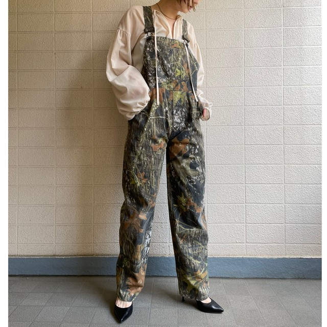 Camouflage-like pattern over all
