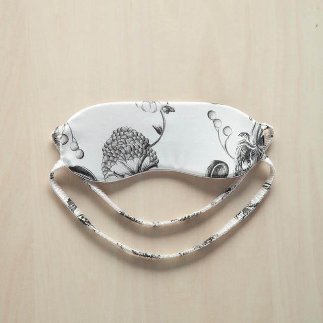 EM001 アイマスク White print x Silver