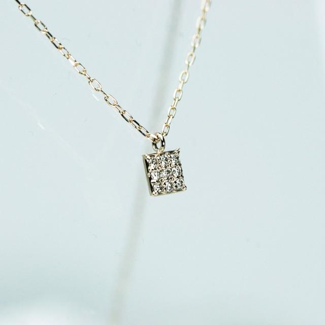 スクエア型のダイヤモンドペンダント K18YG/PG/WG