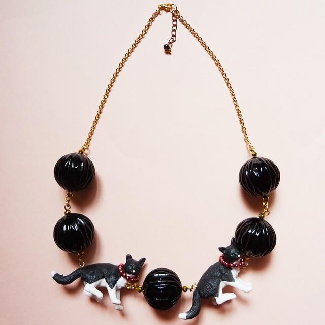 Sedmikrasky セドミックラスキー 白黒猫のネックレス / ブラック