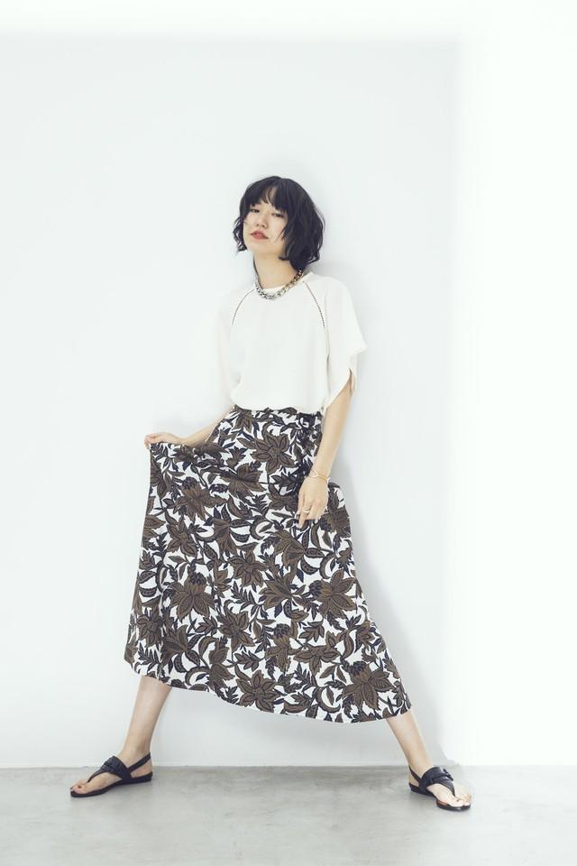 ボタニカルフラワープリントスカート  <ブラウン>