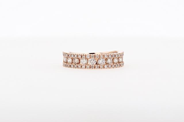 ピンクゴールドの甘い輝き ダイヤモンドリング