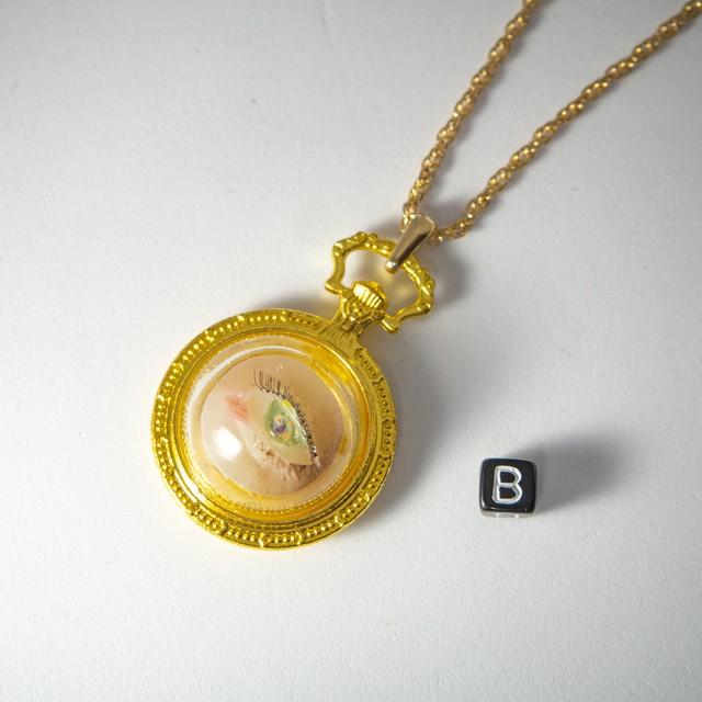 人形標本ネックレス 目 金時計 B