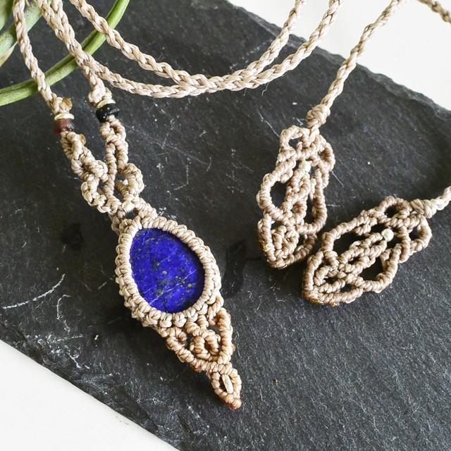 ラピスラズリ/神秘の光を宿す深い青/ 天然石マクラメ編みペンダント
