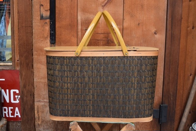 USED Hawkeye? Vintage Picnic Basket made in USA G0326