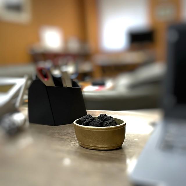 《溶岩石と真鍮鋳物のアロマ・ディフューザー》鋳銅 溶岩石楕円香器 | 銀雅堂