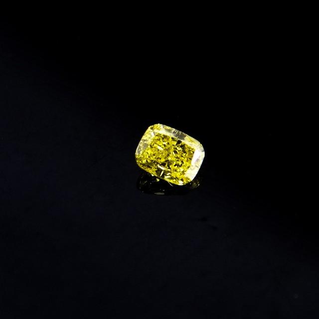 天然ファンシーヴィヴィッドイエローダイアモンド0.190ct