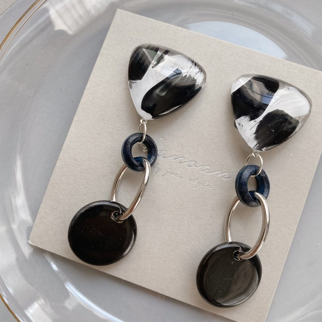 """ Earrings NO.danoan-78″ モノトーンペイントとホーンチャーム"